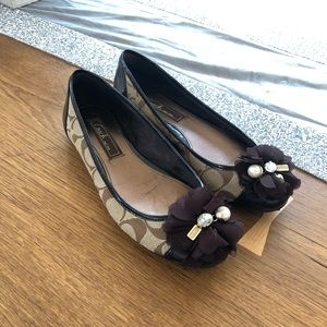 Coach Signature size 6 flats with bow and charms